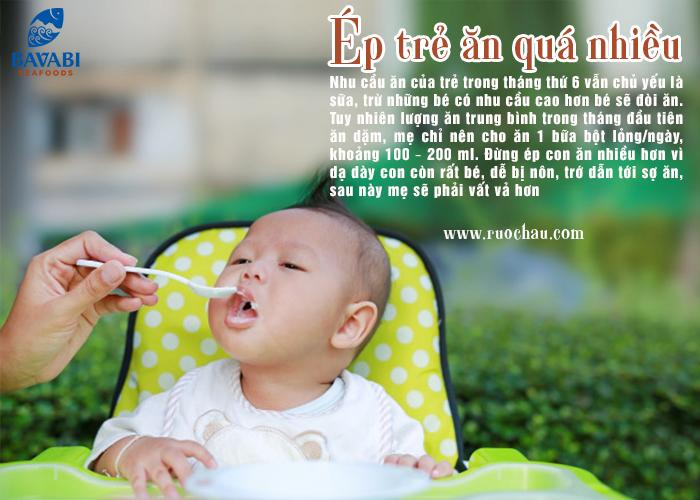 Ép trẻ ăn quá nhiều